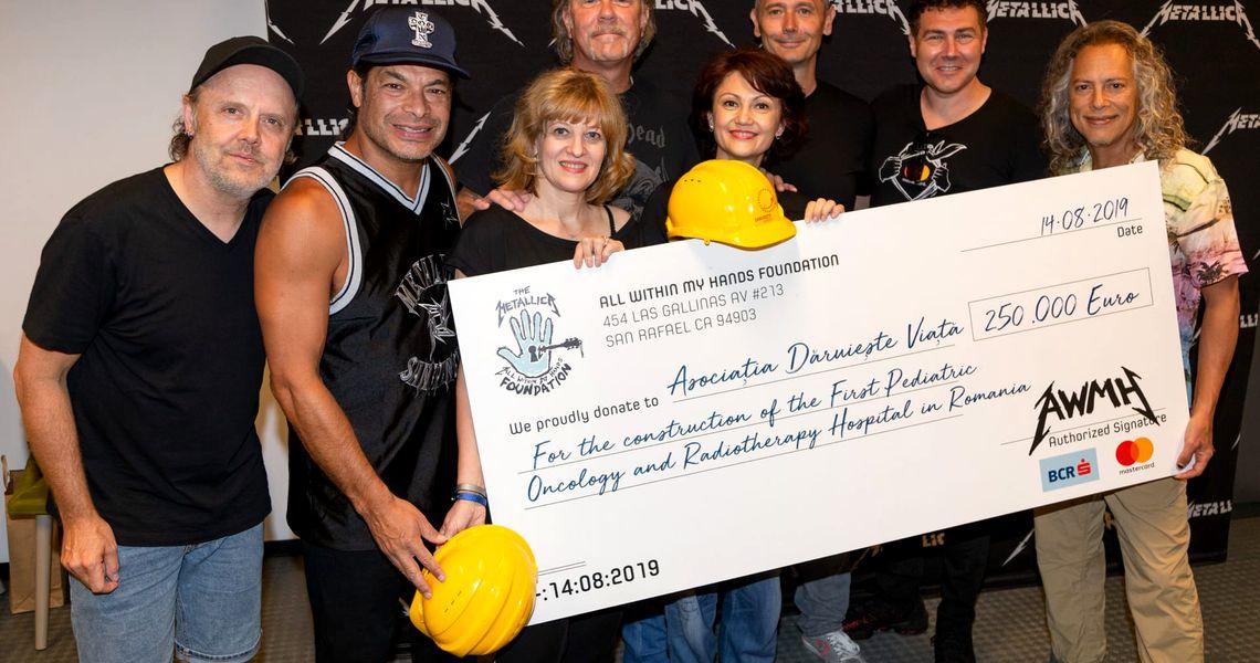 Metallica donates EUR 250,000 to Romania's crowdfunded
